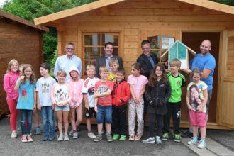 BECHER Blieskastel spendet Holz für Grundschule