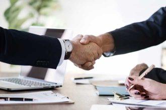 BECHER Gruppe erweitert Vertriebsgebiet Handschlag