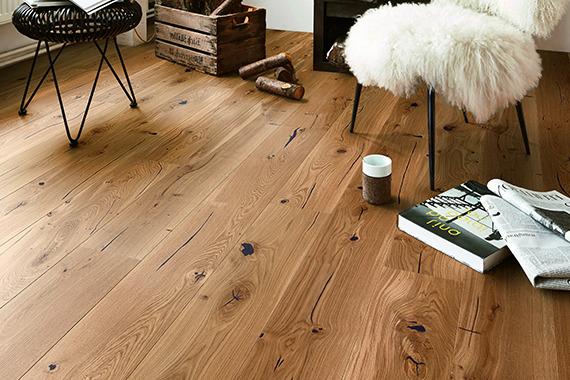 belmono Boden aus Eiche mit Möbeln und Wohnaccessoires